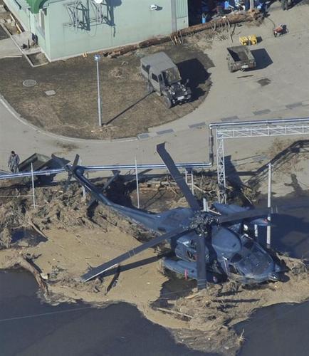 被災した松島基地の救難ヘリ