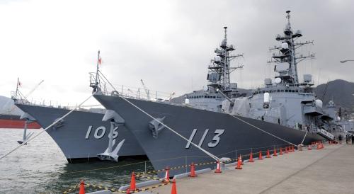 護衛艦「さざなみ(113)」と「さみだれ(106)」